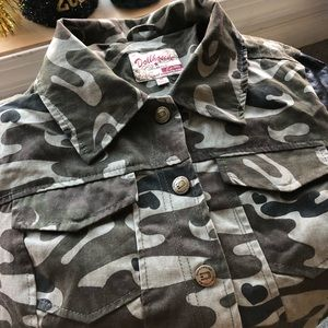 Women's Camo jacket with leather sleeves